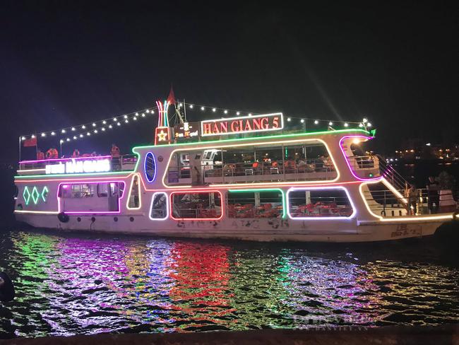 """Người đầu tiên """"khai phá"""" Tour du ngoạn Đà Nẵng về đêm trên sông Hàn, trở thành Nông dân Việt Nam xuất sắc 2021 - Ảnh 8."""