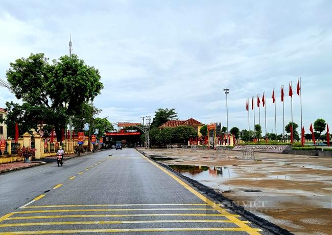 100 % các xã ở huyện Yên Mô đã có đường tới trung được nhựa hóa. Ảnh: Vũ Thượng