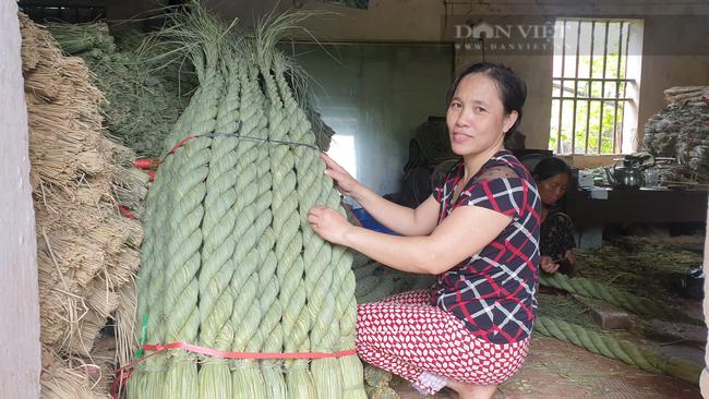 Ninh Bình: Đưa rơm khô xuất ngoại, nông dân ở đây có thêm thu nhập khá - Ảnh 2.