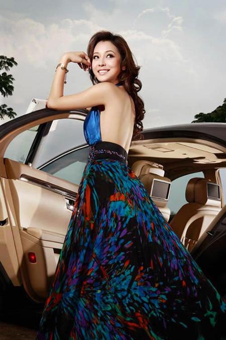 Hoa hậu Jennifer Phạm quyến rũ.