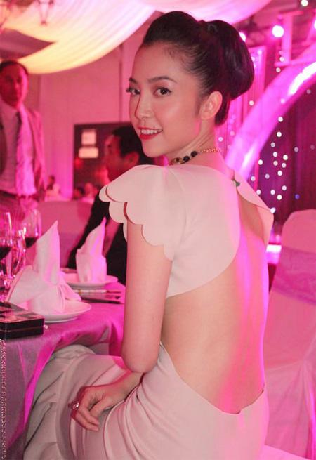 Diễn viên múa - Linh Nga xinh đẹp trong chiếc váy màu nude.