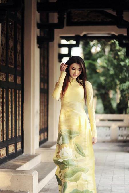 Cô tìm tới triết lý Phật giáo, được khuyên bảo nhiều điều. Cùng với những người bạn thân thiết như siêu mẫu Minh Triệu, stylist Đỗ Long, Ngọc Quyên đã có những chuyến từ thiện âm thầm vào mỗi tháng.