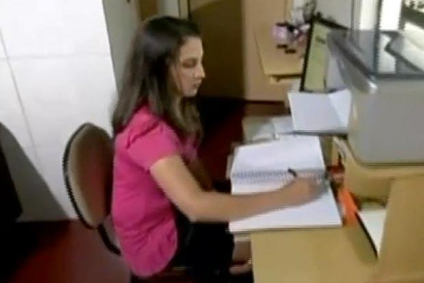 Auristela hiện đang theo học tại một trường Đại học trong nước