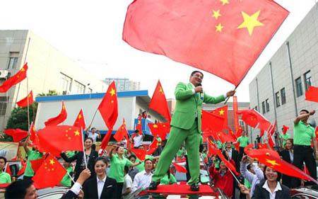 Năm ngoái, ông Chen mở chương trình tặng xe hơi Trung Quốc cho những người dùng xe Nhật bị đập phá trong cuộc biểu tình phản đối Nhật Bản quốc hữu hóa quần đảo tranh chấp với Trung Quốc - Ảnh: AP.