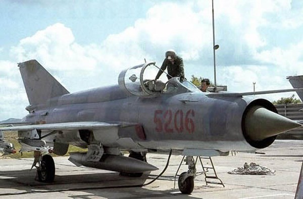 Trong kháng chiến chống Mỹ, không quân Việt Nam đã dùng MiG-21 bắn hạ hàng trăm máy bay địch, trong đó có pháo đài bay B-52