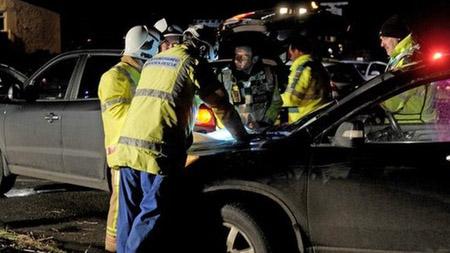 Cảnh sát và nhân viên cứu hộ có mặt tại hiện trường.