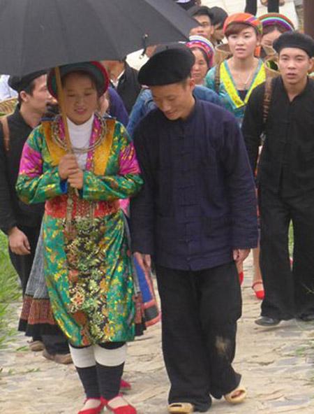 Một đám cưới người Mông được tái hiện. Ảnh: Langvietonline