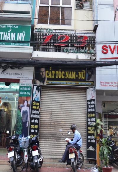 Trong tiệm hớt tóc này là ổ mại dâm vừa bị công an triệt phá