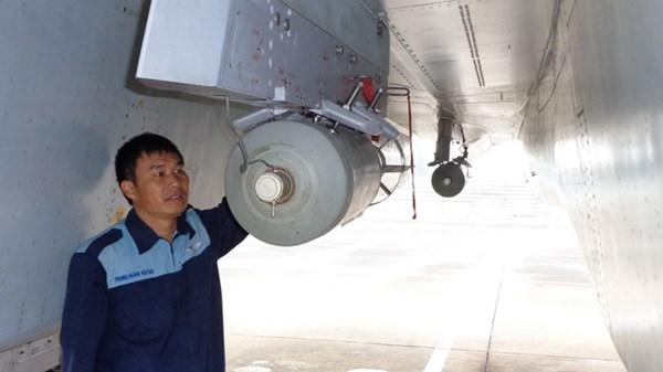Nhân viên vũ khí hàng không Nguyễn Thanh Hải. Ảnh: TĐ