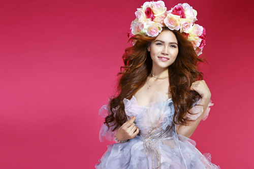 """""""Hoa hồng"""" là một ca khúc mà nhạc sỹ Dương Khắc Linh viết riêng cho giọng ca Diễm Hương.  (Nguồn ảnh: NĐT)"""