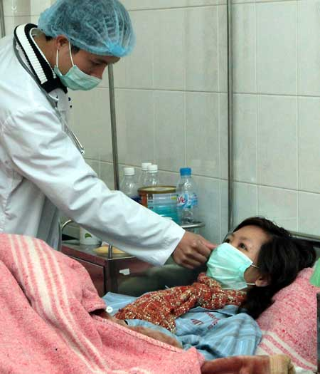 Điều trị cho ca viêm phổi nặng nghi ngờ do virus cúm  tại Bệnh viện Nhiệt đới T.Ư ngày 21.1.