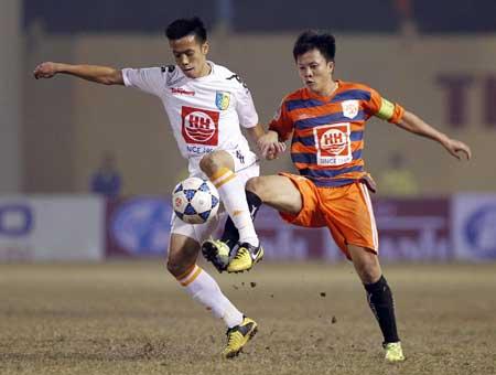 Văn Quyết (trái) sẽ giúp Hà Nội T&T vượt qua V.Ninh Bình?
