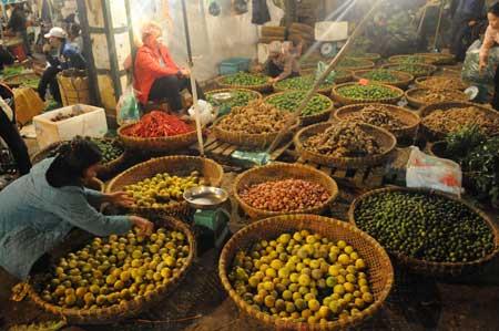 Hàng nông sản Việt Nam mới chủ yếu giao dịch ở chợ.