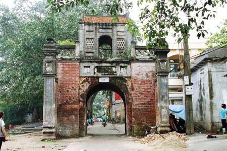 Cổng làng Thổ Hà.