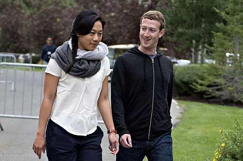 Vợ chồng Mark Zuckerberg và Priscilla Chan năm 2013. Ảnh Bloomberg