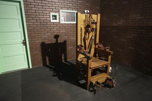 Vì thiếu thuốc, các tiểu bang Mỹ đang xem xét quay lại dùng các phương pháp tử hình lâu đời, chẳng hạn như ghế điện, để thay thế cho cách tiêm thuốc độc - Ảnh minh họa Reuters