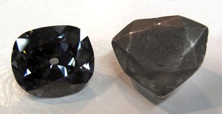 Bản sao viên kim cương Hope bằng chì thế kỷ XVII (hình bên phải)