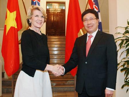 Ngoại trưởng Australia Julie Bishop và Phó Thủ tướng  kiêm Bộ trưởng Ngoại giao Việt Nam Phạm Bình Minh.