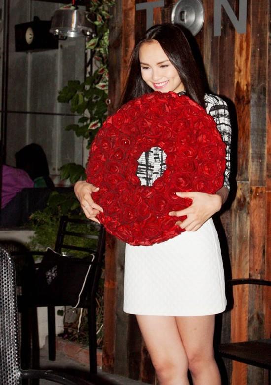 Trong dịp Valentine mới đây, người đẹp chia sẻ cô vẫn đang cô đơn lẻ bóng. Ảnh: Thành Luân.