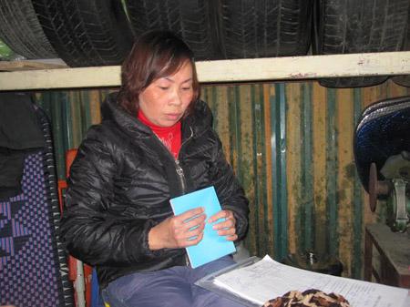 Bà Nguyễn Hà Hải, mẹ em Sơn phân bua về quá trình nhập hộ khẩu cho con không đúng hạn