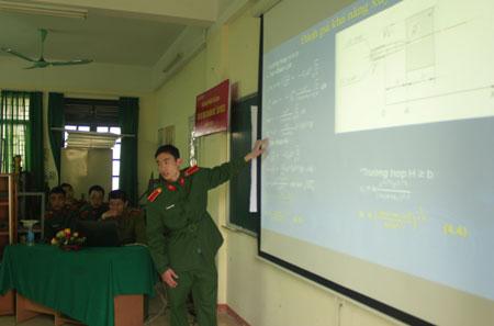 Học viên Khoa Vũ khí báo cáo đề tài khoa học