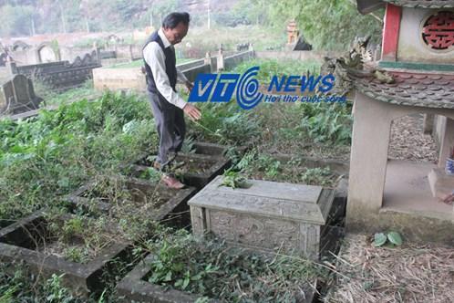 Ông Son đã cải táng hàng trăm bộ xương khai quật được từ sông Sào Khê vào nghĩa địa này