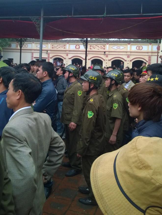 Ảnh: đông đảo lực lượng công an tham gia bảo vệ an ninh.