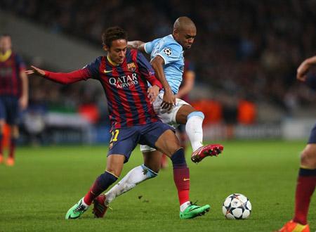 Dù rất khó khăn nhưng M.C (phải) vẫn còn một chút cơ hội mong manh trước Barca.