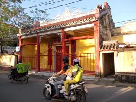 DSCN0037: Hội quán của người Hoa ở phố cổ Gia Hội. Ảnh: Nguyễn Văn Toàn.