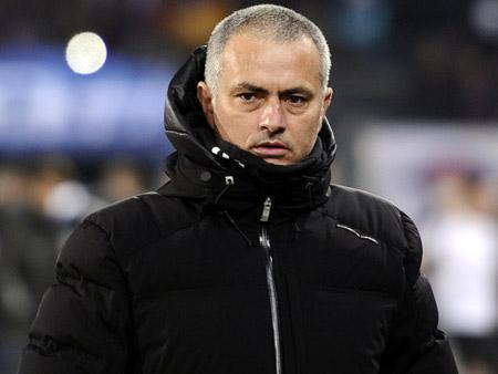 Mourinho sẽ thiết quân luật.