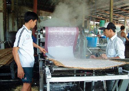 Làng nghề sản xuất hủ tíu ở Mỹ Tho (Tiền Giang). Ảnh: A.T