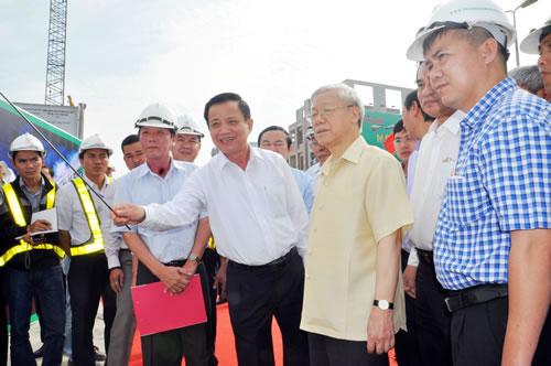 Tổng BÍ thư Nguyễn Phú Trọng thăm, kiểm tra tình hình thi công dự án Nút giao thông khác mức Ngã ba Huế. (Nguồn ảnh: CATPĐN)