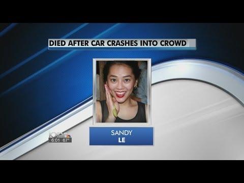 Đài truyền hình thông báo về cái chết của Sandy.