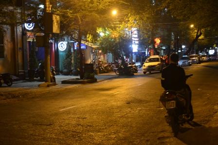 Hiện trường vụ nổ súng vào tối 19.3 khiến một người Việt kiều phải nhập viện