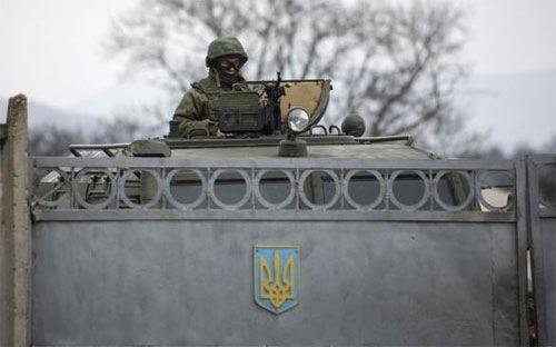 Đến nay, Tổng thống Mỹ Obama vẫn loại trừ khả năng Mỹ can thiệp vào Ukraine bằng quân sự, nói rằng Mỹ sẽ thúc đẩy các nỗ lực ngoại giao để gây áp lực buộc Nga nới lỏng Crimea - Ảnh: Reuters.