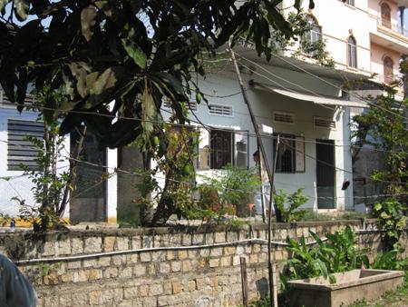 Căn nhà nơi xay ra án mạng và gia đình bị hại đang tổ chức đám tang.
