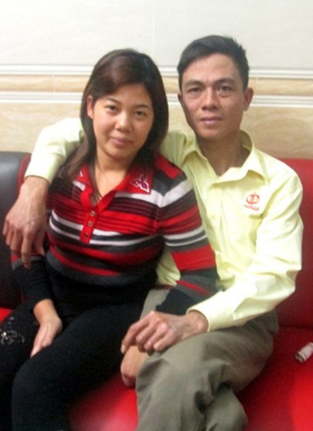 Hai vợ chồng quyết tâm làm lại cuộc đời từ trong đau thương.