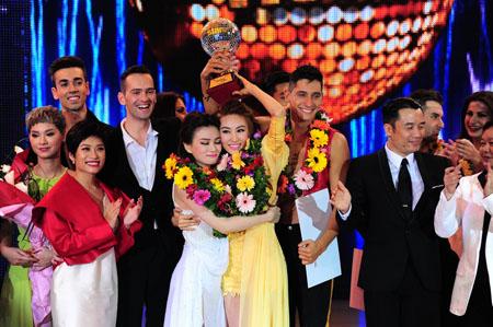 Thu Thủy và Ngân Khánh đồng giải Vàng tại cuộc thi Bước nhảy hoàn vũ năm 2014