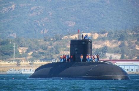 Tàu ngầm Kilo HQ-182 Hà Nội.