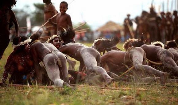 Lễ hội biểu diễn quan hệ nam nữ tự do tại New Guinea