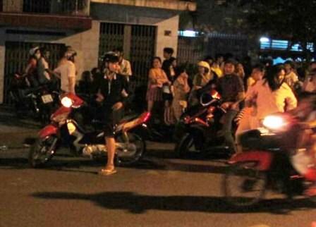 4 đối tượng bàn bạc đánh cô gái trẻ nhằm cướp chiếc xe máy SH