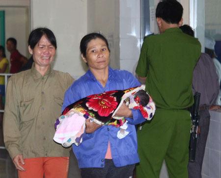 Một trong 3 đứa trẻ bị tử vong sau tiêm văc – xin ngày 27.7.2013 tại bệnh viên đa khoa huyện Hướng Hóa.