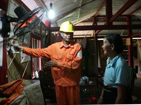 Giá điện  tăng sẽ tạo áp lực lên sản xuất, sinh hoạt của người dân (ảnh minh họa).