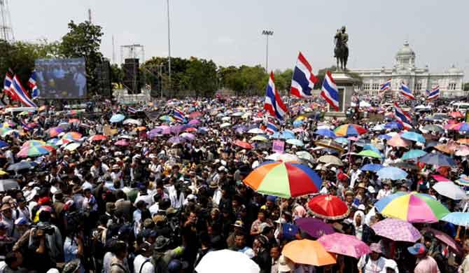 Dòng người biểu tình ở Bangkok.