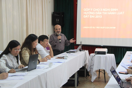 GS Đặng Hùng Võ chia sẻ ý kiến tại buổi toạ đàm