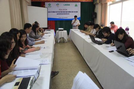 Nhiều nhà báo tham gia trao đổi với các chuyên gia tại buổi toạ đàm