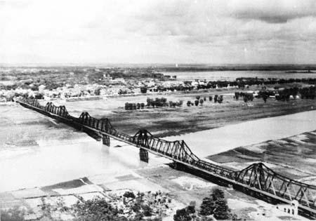 Cầu Paul Doumer (Long Biên) năm 1951