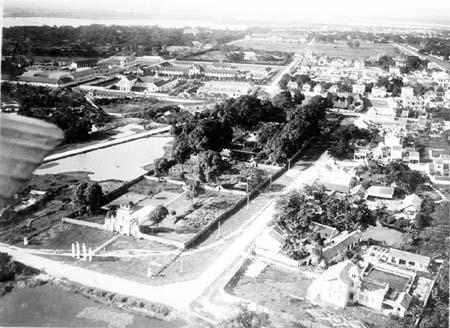 Sân vận động và hình ảnh trên cao chụp khu vực Văn Miếu