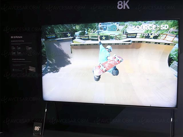 Samsung khoe QLED TV 8K cực lớn hỗ trợ AI