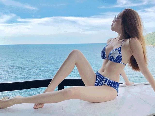 """18 ảnh áo tắm """"nóng bỏng mắt"""" của nữ MC dáng chuẩn nhất VTV"""